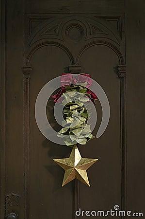 Free Christmas Wreath On Door Stock Image - 16807241