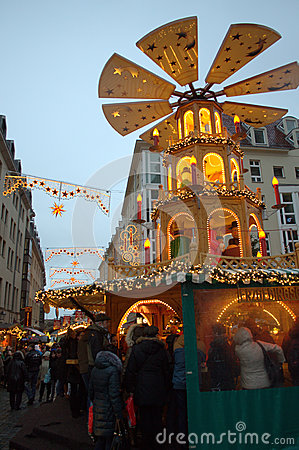 Free Christmastime Crowded Street Dresden Royalty Free Stock Images - 49390979