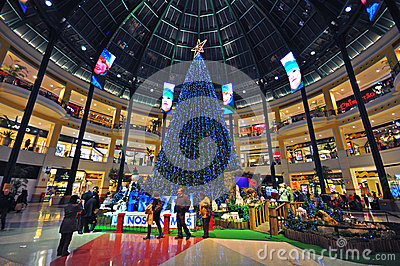 Chtistmas eve in shopping mall Editorial Stock Image