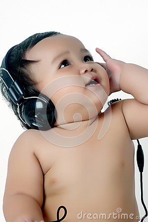a chubby little girl listen to music with headphon