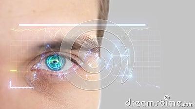 Ci?rrese para arriba del ojo masculino con la exploraci?n del iris Tecnolog?a, reconocimiento de la identidad y concepto futuros  almacen de video