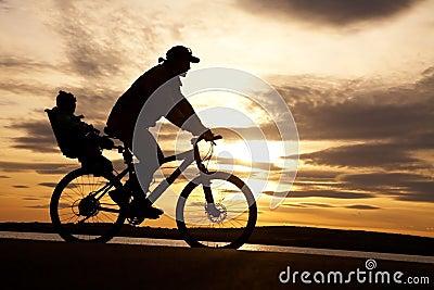 Ciclista con il bambino