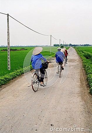 Ciclistas em Vietnam