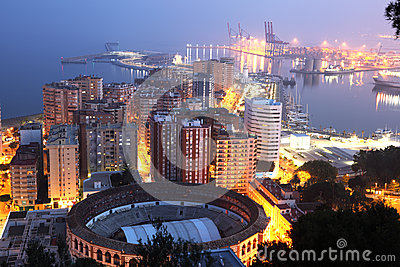 Cidade de Malaga na noite