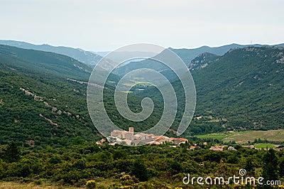 Cidade pequena nos Pyrenees franceses