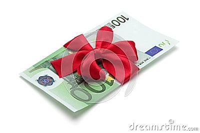Cientos billetes de banco del euro con el arqueamiento rojo.