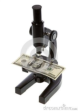 Cientos dólares Bill bajo un microscopio