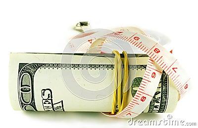 Cientos rollos del billete de dólar - el dólar crece ligeramente