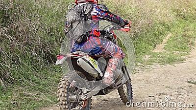 Cierre de motocicletas Enduro Movimiento lento almacen de metraje de vídeo