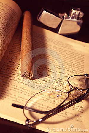 Free Cigar, Lighter, Glasses And Book Royalty Free Stock Photography - 1952167