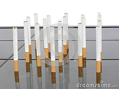 Cigaretter på en bordlägga