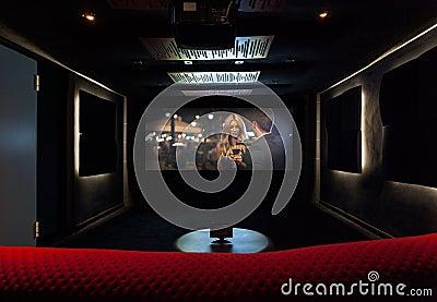 Cin ma priv la maison moderne photo stock image 45703966 for Cinema a la maison