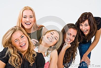 Cinco mujeres sonrientes