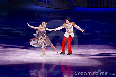 Cinderella e principe incantare Disney sul ghiaccio Fotografia Editoriale