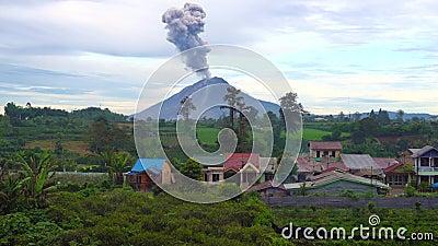 Cinemagraph di Sinabung Volcano Eruption nella Sumatra Settentrionale, Indonesia archivi video