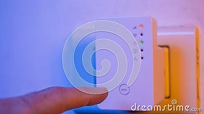 Cinemagraph di stato del collegamento del segnale di lampeggiamento ha condotto le luci in ripetitore di WiFi video d archivio