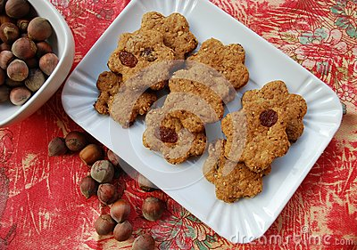 Cinnamon cookies with raisins