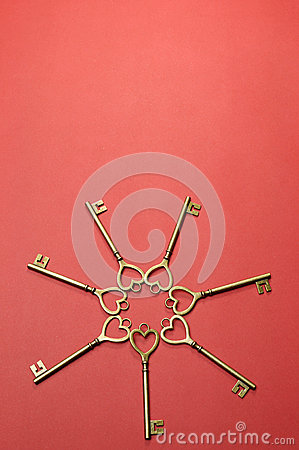 Circle of heart shape gold keys -vertical.