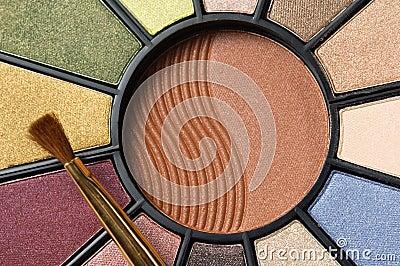 Circular makeup pallet