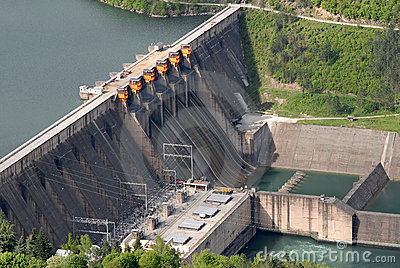 Ciérrese encima de imagen de una presa de la barrera de agua