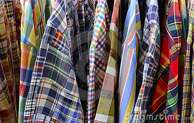 Ciérrese para arriba de la ropa de la tela escocesa