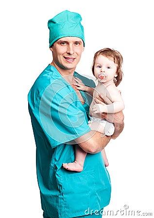 Cirujano con un bebé