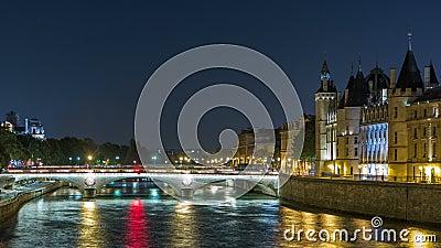 Cite la opinión de la isla con el cambio del au del castillo y de Pont de Conciergerie, sobre el timelapse de río Sena Francia, P metrajes