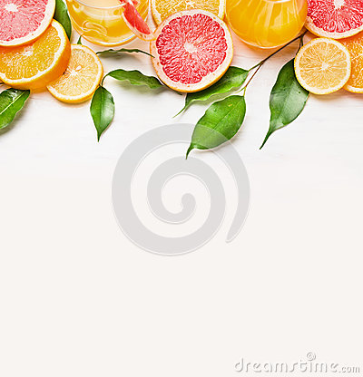 Free Citrus Fruits Slices Frame On White Wooden Background Stock Photo - 50855350