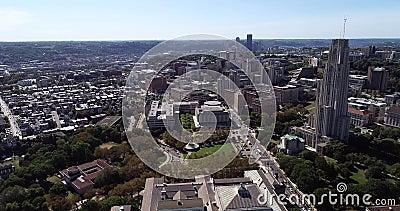 Cityscape de Pittsburgh, Pennsylvania, Estados Unidos Museo Carnegie de Historia Natural, Catedral del Aprendizaje y Hillman metrajes