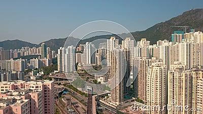 Cityscape en China desde arriba: casas de apartamentos, rascacielos, montañas almacen de metraje de vídeo