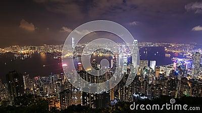 Ciudad de Hong Kong en la noche, visión desde el pico almacen de video