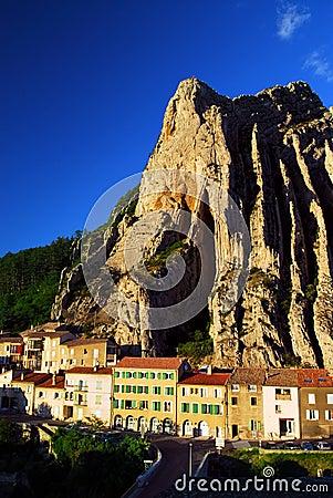 Ciudad de Sisteron en Provence Francia