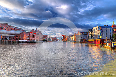 Ciudad vieja de Gdansk en el amanecer