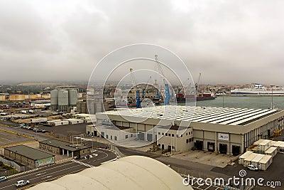 Civitavecchia port från kryssningsjömannen av haven Redaktionell Bild
