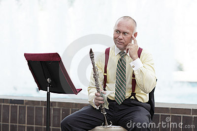 Clarinet player with an idea