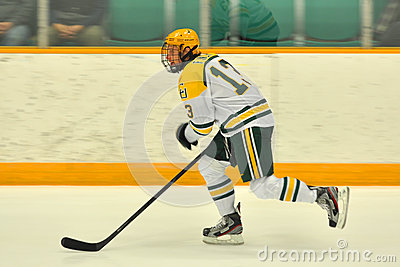 Clarkson #13 in NCAA Hockey Game Editorial Stock Image