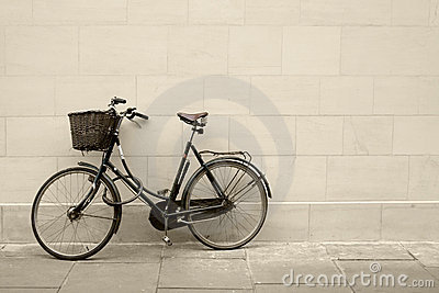 Classic bycicle against a wall