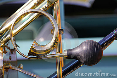 Classic car horn