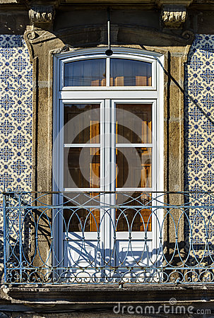 Free Classic Fasade Of Old House Royalty Free Stock Photos - 34932408