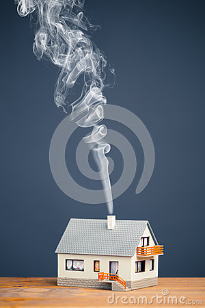Free Classic House With Smoke Trail Royalty Free Stock Image - 29766916