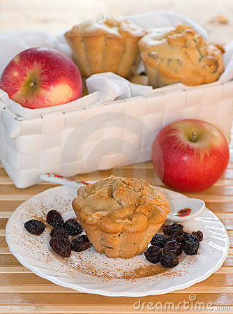 Classic receipe muffins with apple and raisin