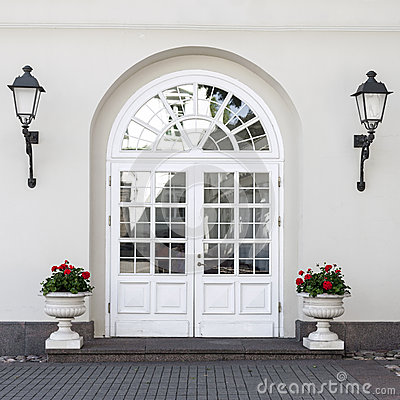 Free Classic Style Front Door Royalty Free Stock Image - 41956456
