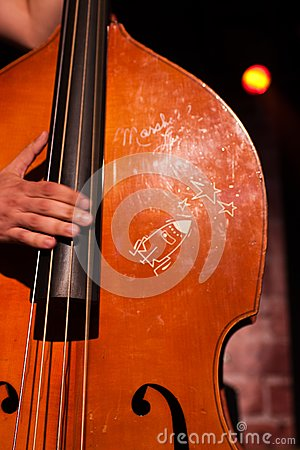 Classical contrabass playing
