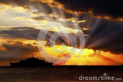 Éclats du soleil de coucher du soleil