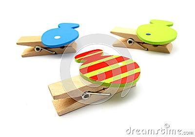 Clavijas de los Clothespins con los pescados