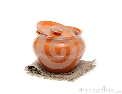 Clay pots for cooking and napkin