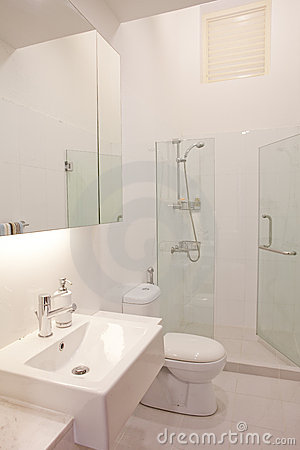 Free Clean And White Color Modern Classy Bathroom Stock Photos - 8814923