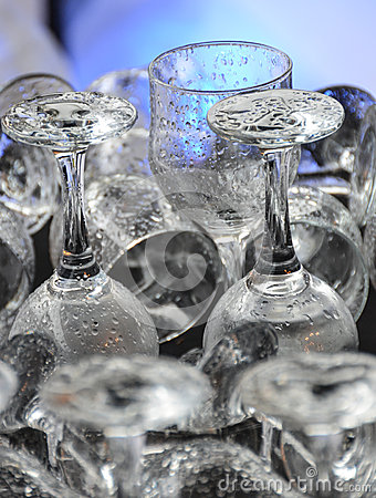 Free Clean Wet Drinking Glasses At Bar Or Dishwasher Royalty Free Stock Photo - 28768115