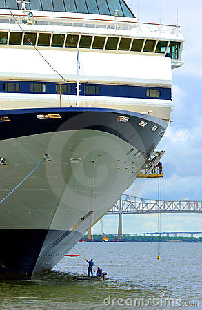 Cleaning a cruise ship hull