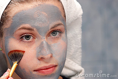 Cleaning a facial mask